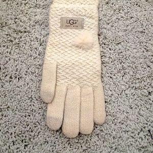 UGG cream gloves